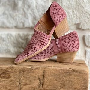 NWOT Free People cut out perforated shoe size 8